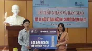 Tập đoàn Tân Á Đại Thành hỗ trợ máy lọc nước cho người dân vùng lũ Hội An