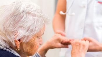 Chăm sóc, nâng cao sức khỏe người cao tuổi, thích ứng với già hóa dân số