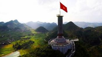 Review du lịch Hà Giang: Cột cờ Lũng Cú – Dấu ấn thiêng liêng nơi địa đầu Tổ Quốc
