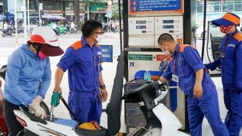 Giá xăng dầu hôm nay 21/10: Chưa có dấu hiệu phục hồi