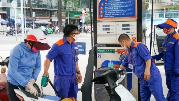 Giá xăng dầu hôm nay 26/10: Giá dầu tiếp tục giảm