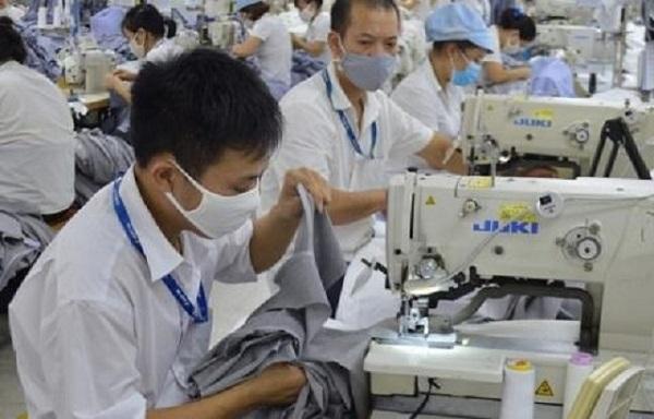 Doanh nghiệp dệt may Việt Nam rất lo lắng khi Mỹ và EU tạm ngưng nhập hàng