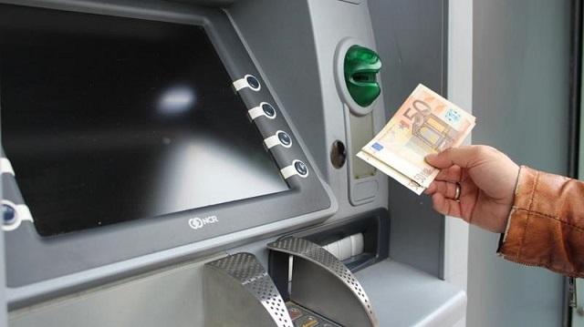 Với công nghệ mới lắp đặt trong các máy ATM, tiền sẽ được khử khuẩn trước khi tới tay người sử dụng