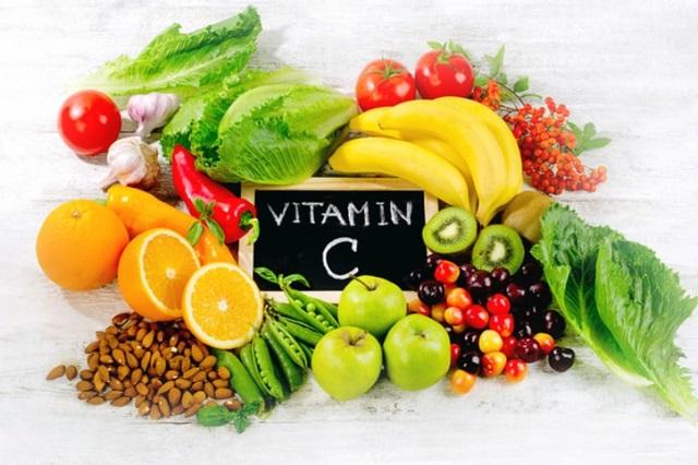 Vitamin C là một trong 13 loại vitamin thiết yếu đối với cơ thể