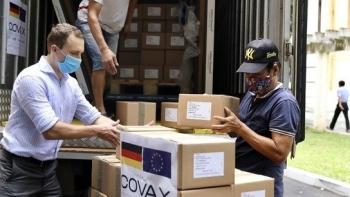 Việt Nam nhận hơn 850.000  liều vaccine AstraZeneca do Đức hỗ trợ